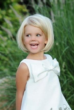 праздничная прическа ребенку на короткие волосы