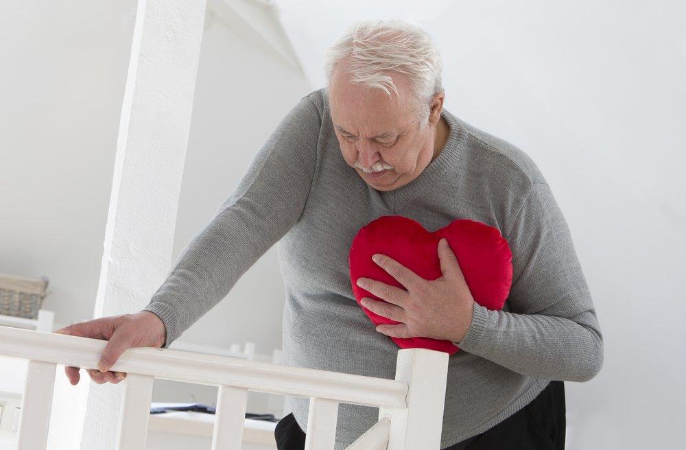 При наличии холестериновых бляшек в сердце может появиться головокружение и тошнота