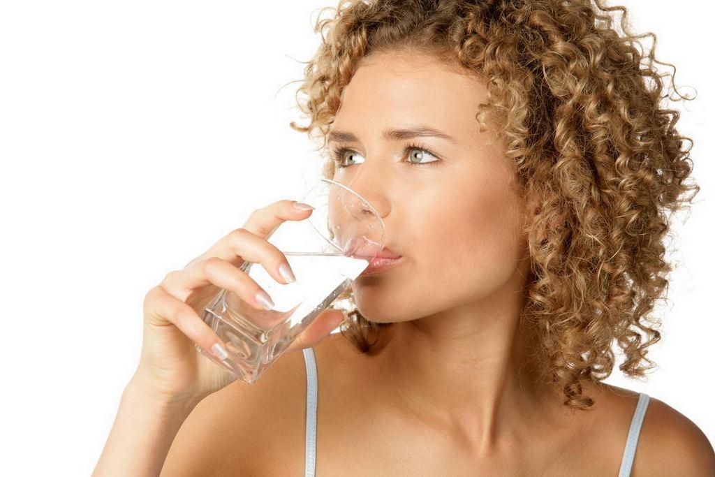 Пейте по 1,5—2 литра качественной питьевой воды