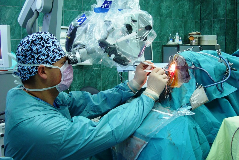 Работа врача-нейрохирурга