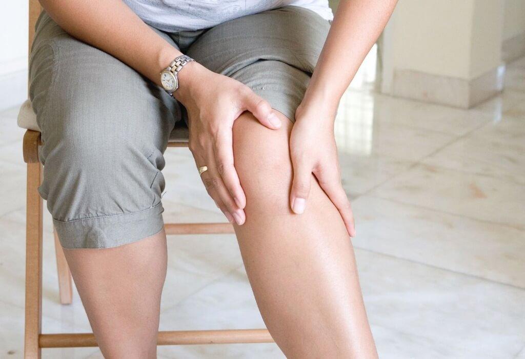 Один из симптомов варикоза - отеки на ногах