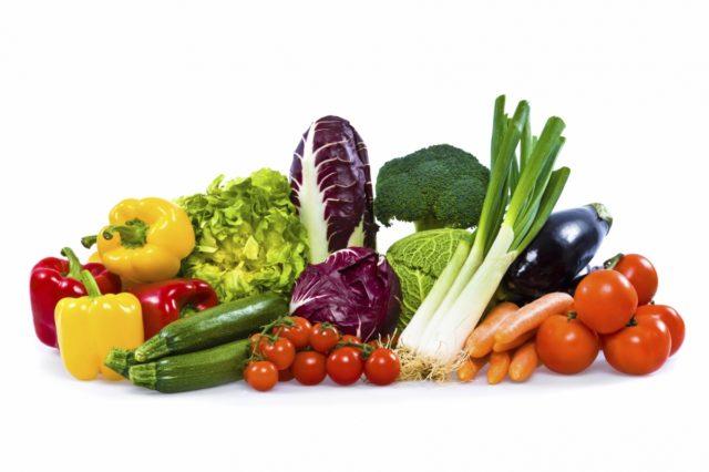 Предпочтение отдайте растительным жирам, овощам, фруктам, нежирному творогу, кефиру