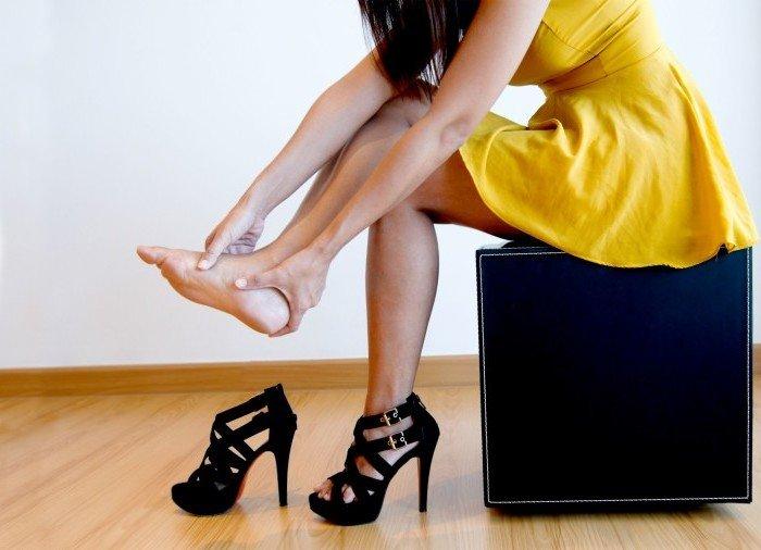 Неудобная обувь является одним из самых главных факторов, провоцирующие появление мозолей