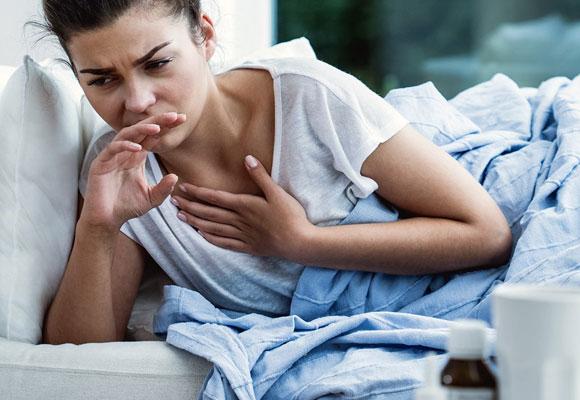 Девушку мучает кашель