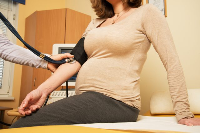 Выявить гипертоническую болезнь у беременной значительно труднее