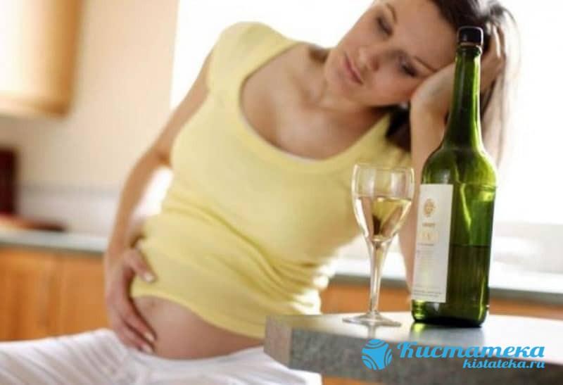 На появление новообразования может влиять образ жизни матери в период беременности