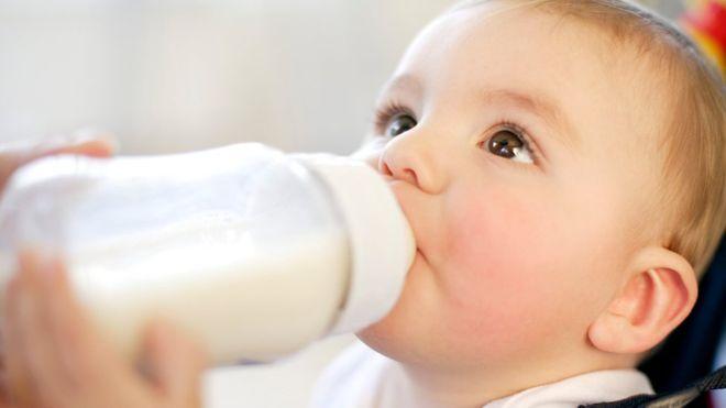 молоко из бутылочки
