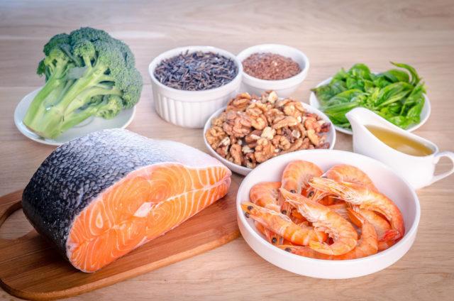 Больше овощей и фруктов. Вместо жирной свинины — белое мясо птицы, сливочное масло замените подсолнечным, сало — рыбой