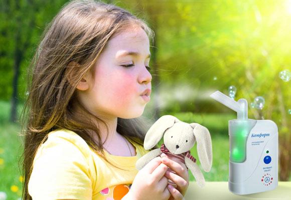 Девочка с игрушкой, ингалятор