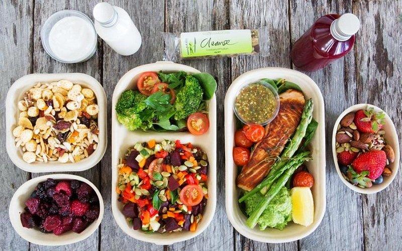 К блюдам можно подавать овощные салаты, заправленные растительным маслом.