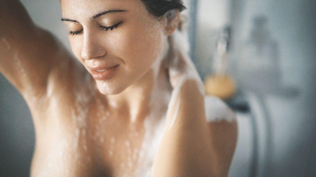 душ с мочалкой