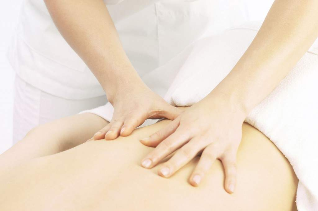 как правильно делать массаж при поясничном остеохондрозе