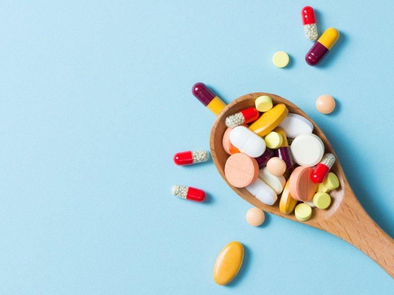 Для снижения холестерина рекомендуется принимать специальные медикаменты