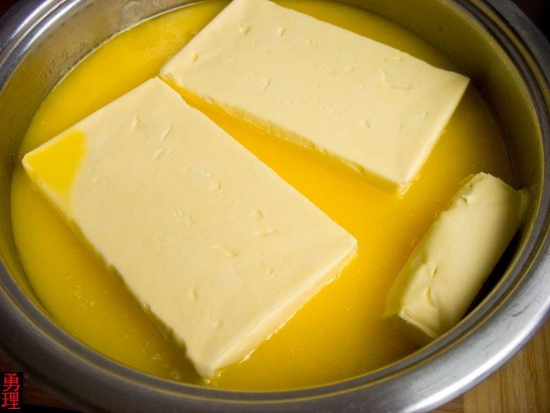 В топленом масле имеется много ценных жирных кислот