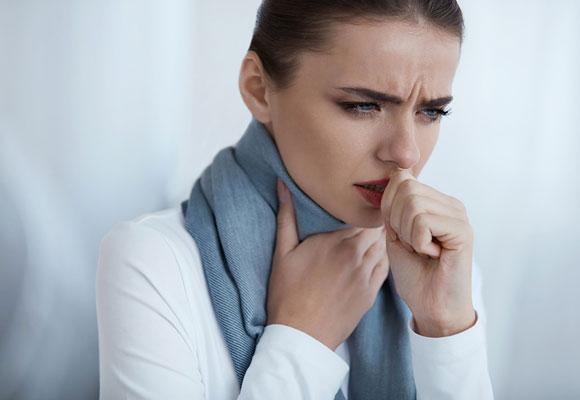 Мокрый кашель у женщина