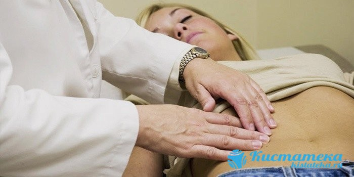При физикальном обследовании гинекологи зачастую обнаруживают умеренную болезненность при пальпации в нижней части живота
