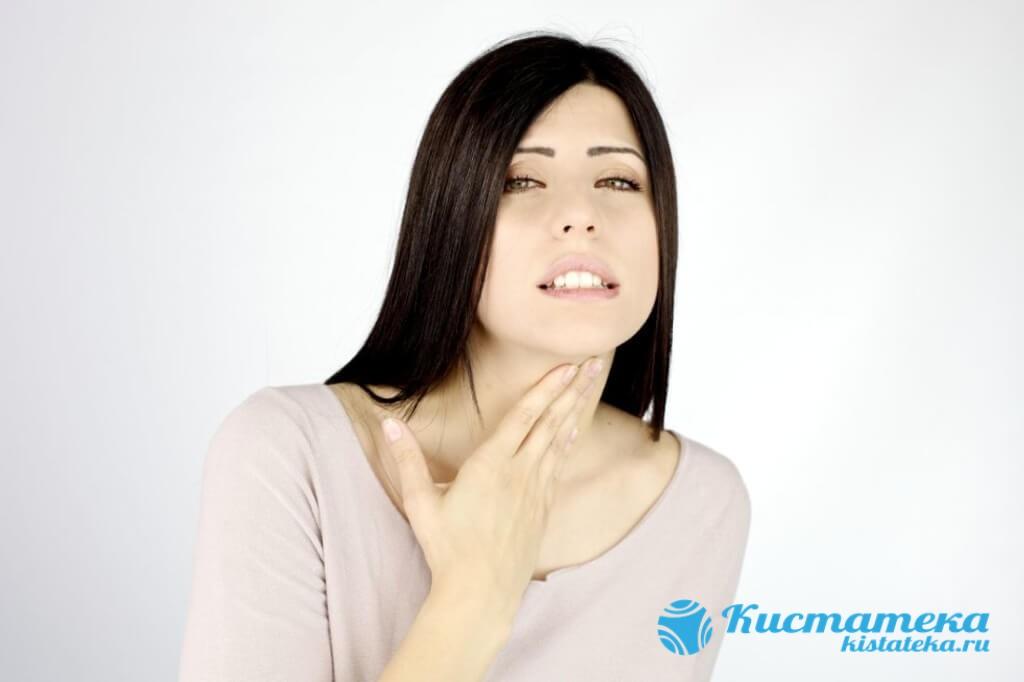 Киста горла обычно не представляет серьезной опасности для жизни человека