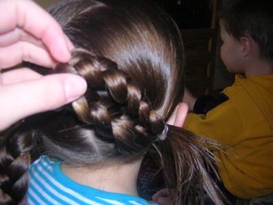 легкая прическа на длинные волосы детям
