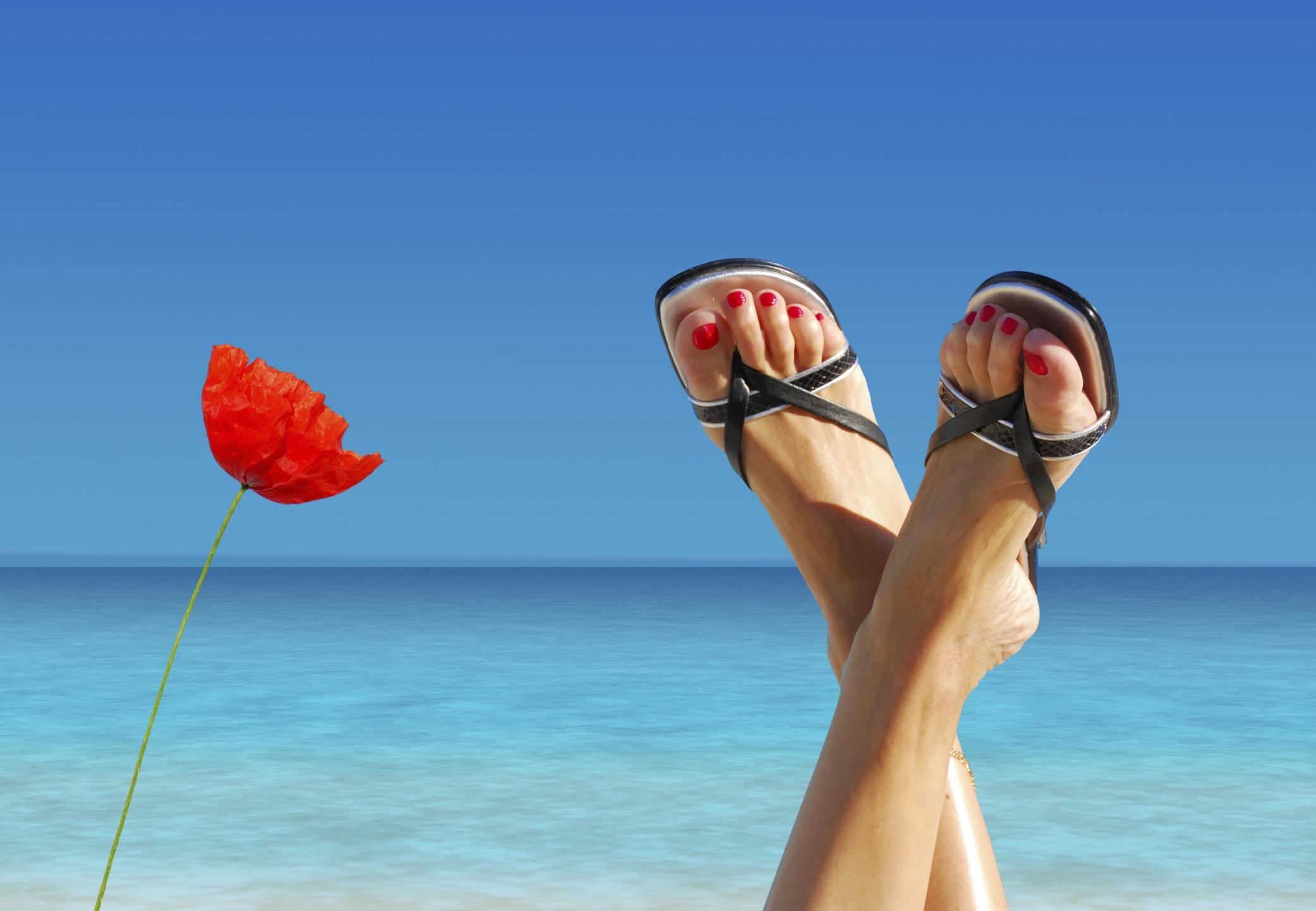 Необходимо ухаживать за ногами, чтобы не появились натоптыши