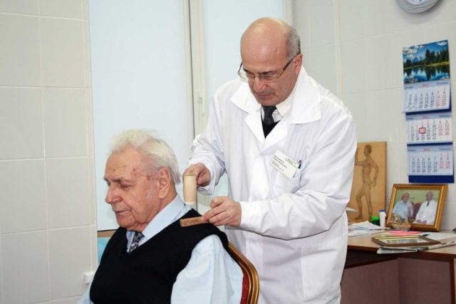Параллельно с основной деятельностью Неумывакин проявлял интерес к народной медицине