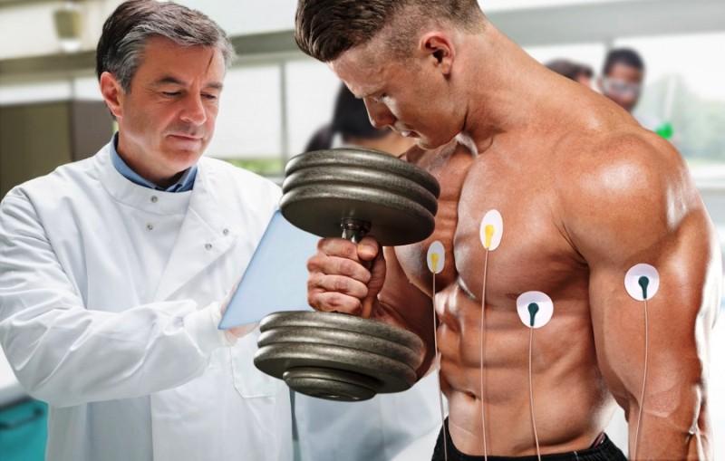 Занятие тяжелой атлетикой под присмотром врача