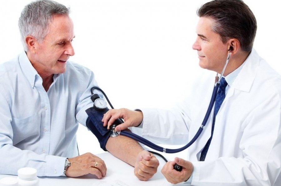 Терапевты обычно рекомендуют пациентам, страдающим от атеросклероза, заняться плаванием, пешими прогулками, пилатесом