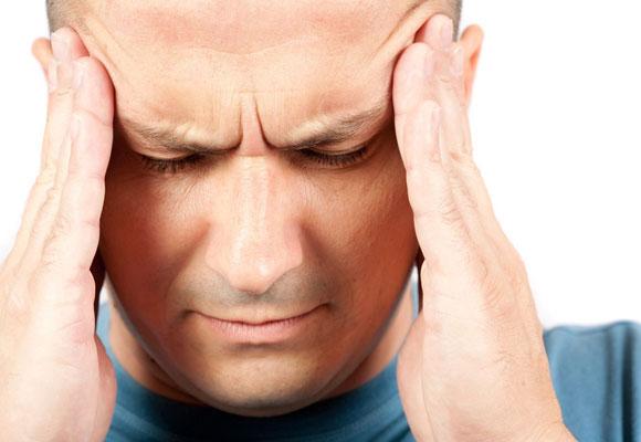 У мужчины головные боли
