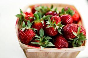 корзинка с ягодой