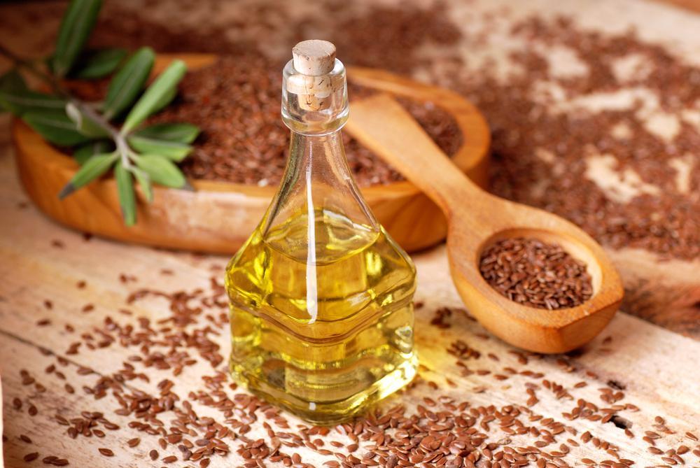 Льняное масло содержит в себе большое количество ценных компонентов