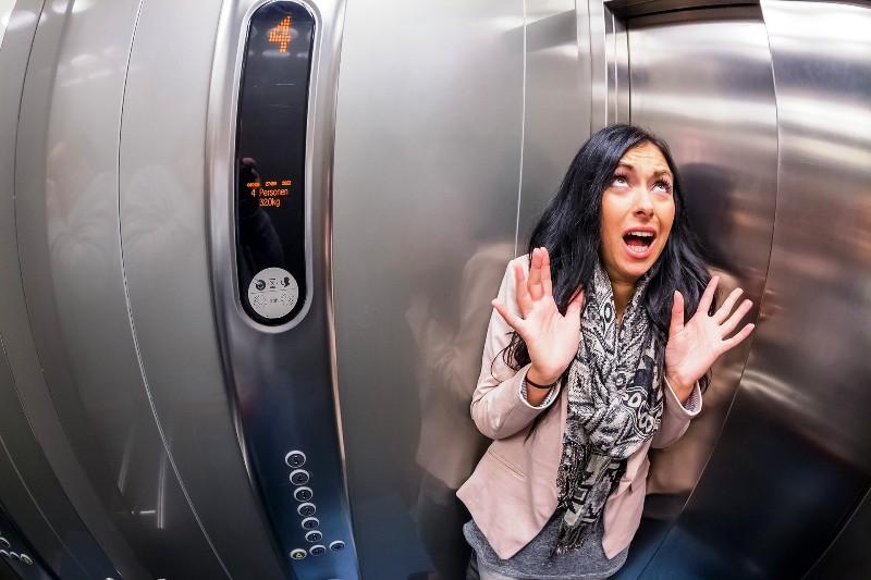 Приступ ПА в лифте