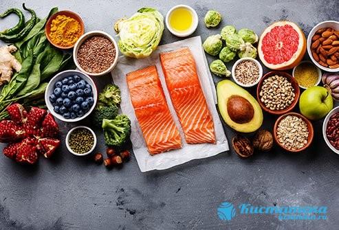 Рекомендовано кушать большое количество овощей и фруктов