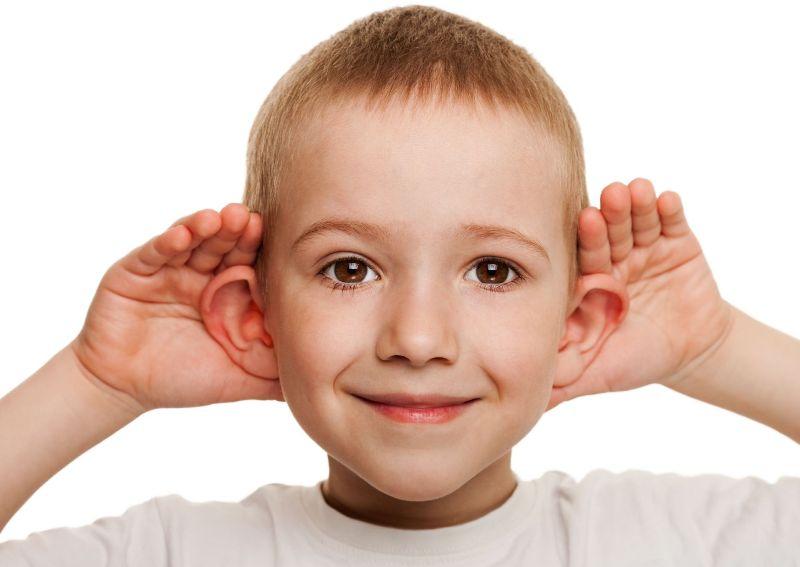 У мальчика плохой слух