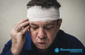 Самой частой причиной является травма головы