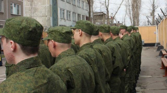 При постоянной форме и значительном повышении или снижении частоты сокращений сердца молодой человек освобождается от призыва в армию