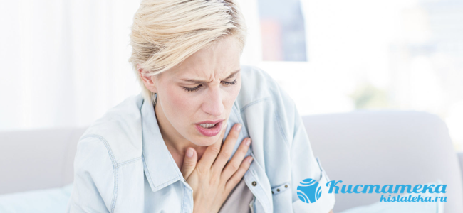 При относительно больши размера патология может вызывать кашель, удушье