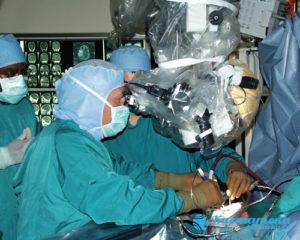 Используется микронейроирургия