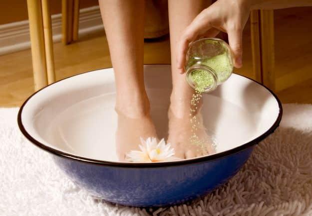 Специальные ванночки улучшат состояние ваших пяток