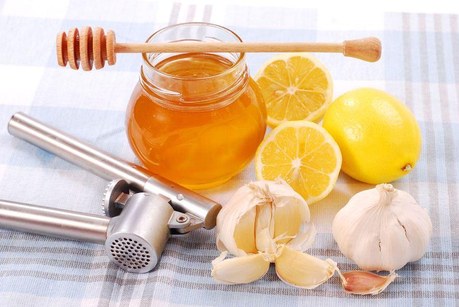 Лечебная смесь с чеснока и меда