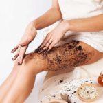 Скрабирование кожи ног