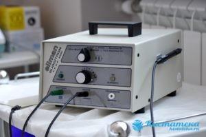 Радиоволны проделывают прокол, сквозь который врач убирает внутреннее содержимое