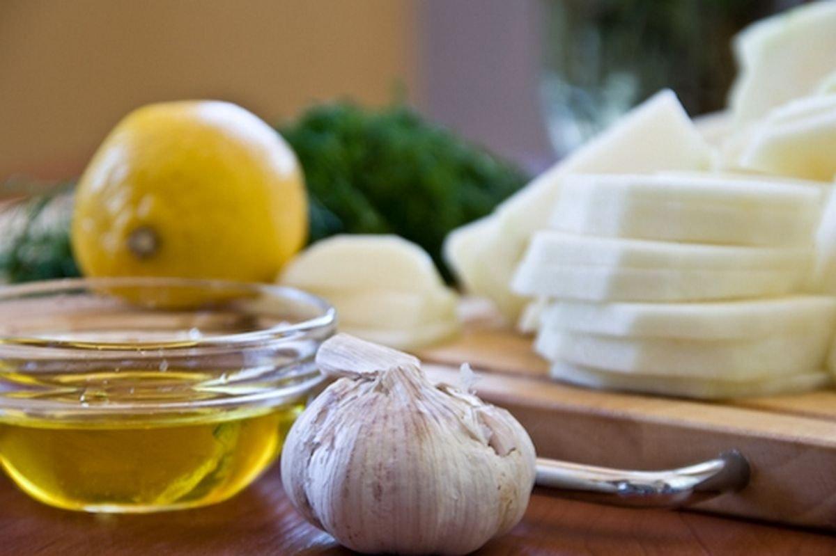Для снижения холестерина можно обратиться к рецептам народной медицины
