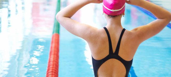 Лечебное плавание при остеохондрозе: его польза и методика