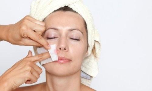 Удаление волос на лице при помощи восковых полосок